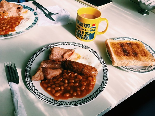 Pravá anglická snídaně – kousek Británie na talíři